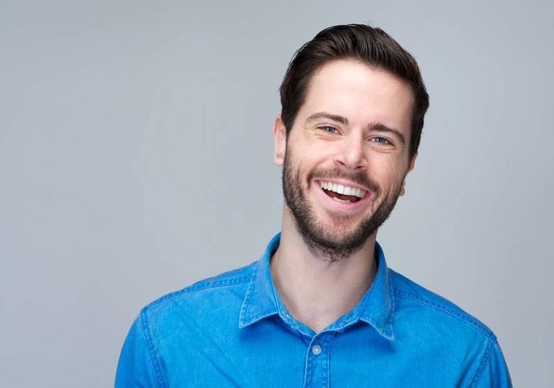 ¿Es posible corregir la posición de los dientes sin brackets?