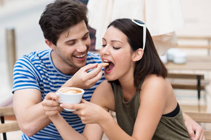 ¿Qué alimentos y bebidas manchan tus dientes?