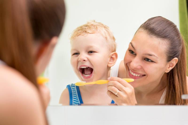 Trucos para conseguir que los niños se laven los dientes