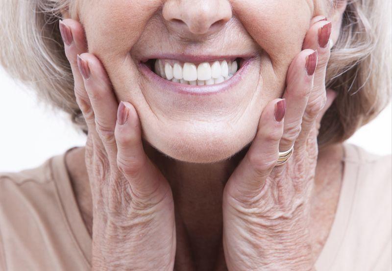 Prótesis dentales ¿Con implantes o sin implantes?